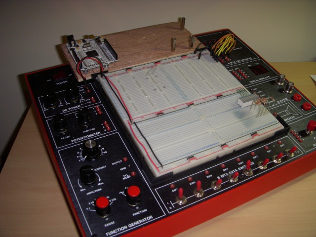 ETS-7000 Analogue and Digital Trainer